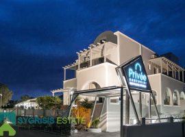 Luxury hotel - Cycledes Islands, Santorini, Perissa • Πολυτελές Ξενοδοχείο - Κυκλάδες, Σαντορίνη, Περίσσα